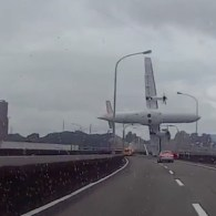 Dashcam Captures Terrifying Footage of Deadly TransAsia Plane Crash: VIDEO