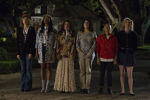ScreamQueens_Pilot101-SororityHouseFrontYard_0033_hires1