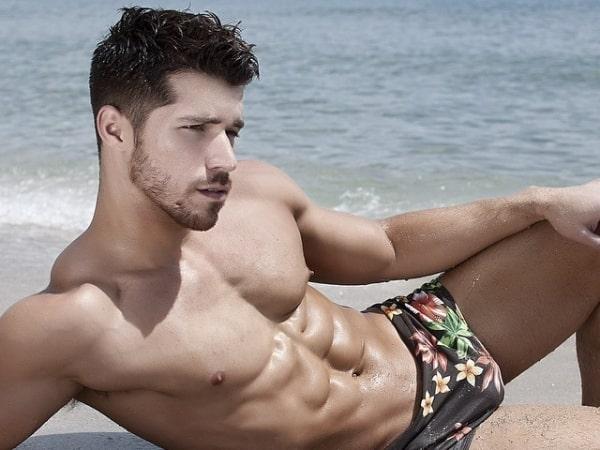 julian-gabriel-shirtless-11112015-08-600x450