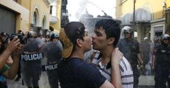 peru kiss-in