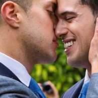 ABC News Reporter Gio Benitez Marries Tommy DiDario in Miami: PHOTOS