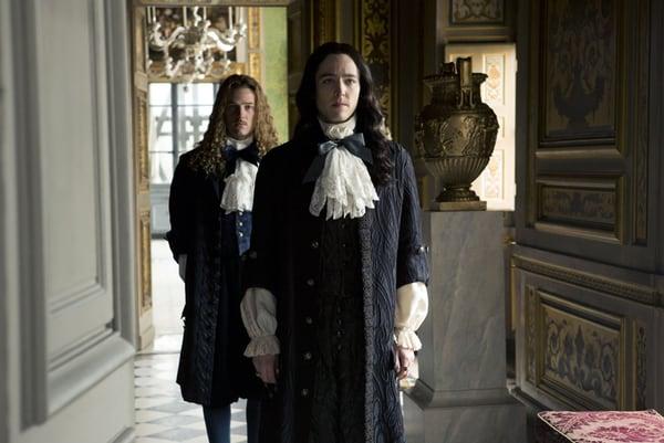 Evan Williams (Chevalier), Alexander Vlahos (Monsieur)