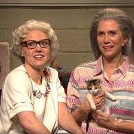 Kate McKinnon and Kristen Wiig are Crazy Lesbian Cat Ladies on SNL: WATCH