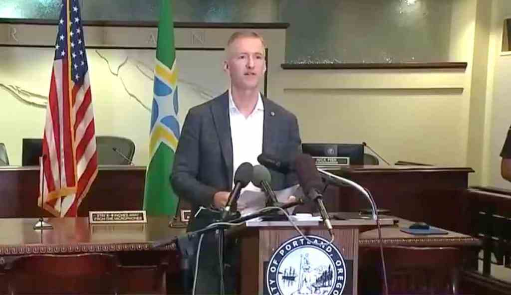 Portland Mayor, Oregon Governor Lash Out at Trump for Inciting Violence  after MAGA Caravan Menaces City: 'It's You Who Have Created the Hate!' —  WATCH - Towleroad Gay News