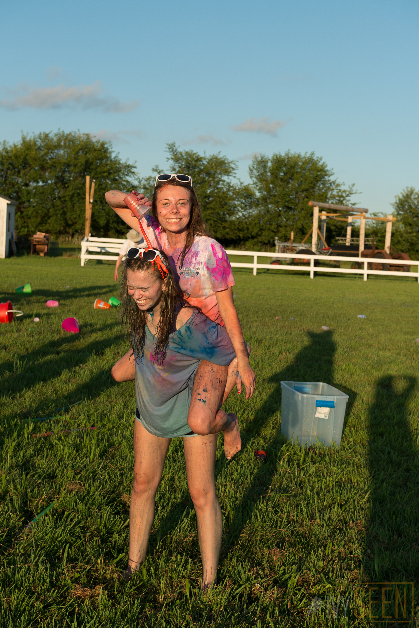ivyseen-senior-pictures-iowa-city-paint-war-367