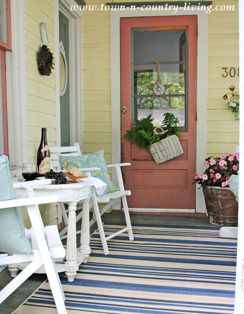 How I Turned my Front Porch into a Mini Retreat