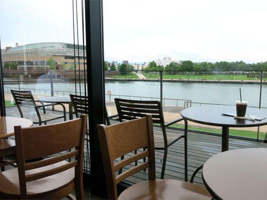 スターバックスコーヒー 富山環水公園店 運河の畔のスタバ