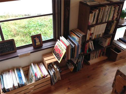 ノラカフェ 黒猫ハチにも会える穏やか空間