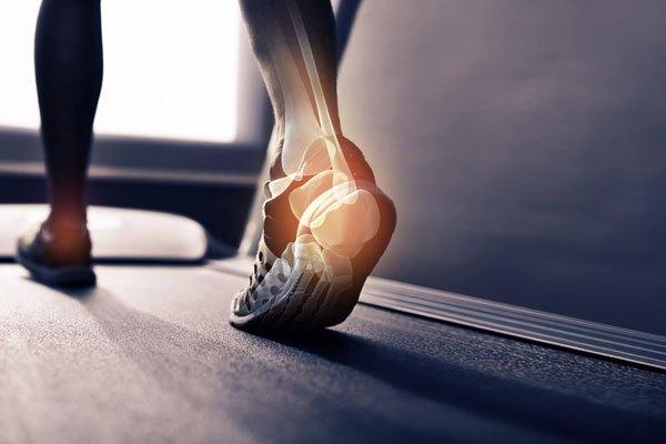 足首の後ろの痛み!三角骨障害の治療・テーピング・リハビリ全知識