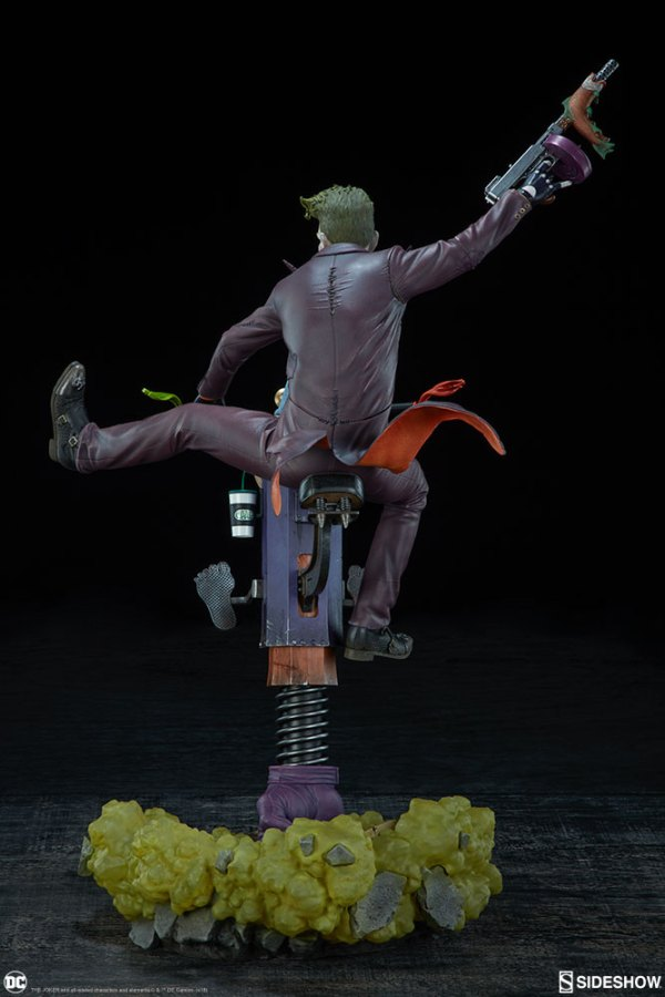 dc-comics-the-joker-premium-format-figure-sideshow-300473-09