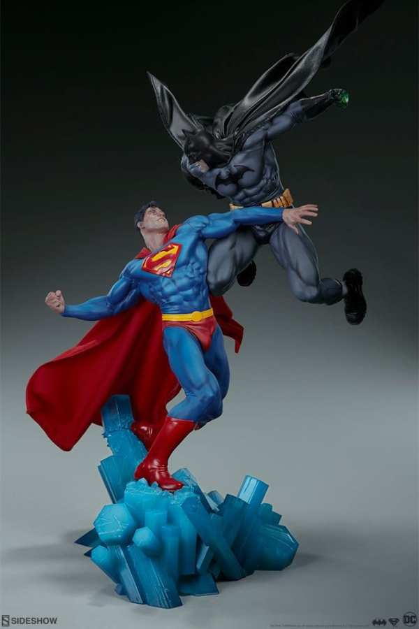 dc-comics-batman-vs-superman-diorama-sideshow-200539-04