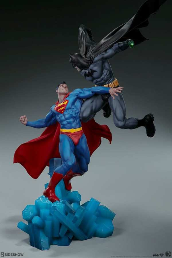 dc-comics-batman-vs-superman-diorama-sideshow-200539-05