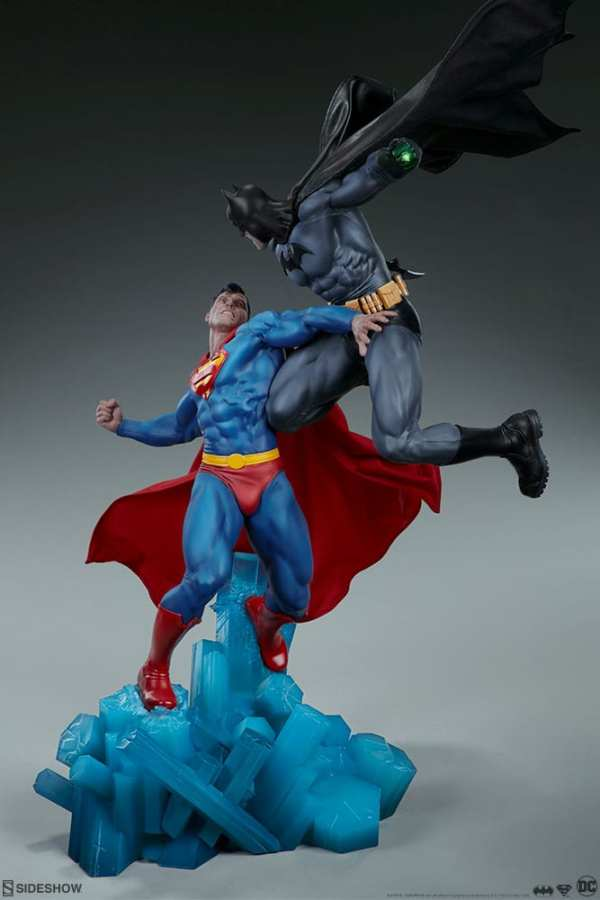 dc-comics-batman-vs-superman-diorama-sideshow-200539-06
