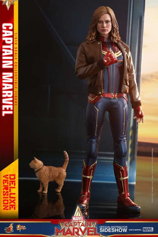 captain-marvel-deluxe-version-1-6-scale-figure-hot-toys-img09