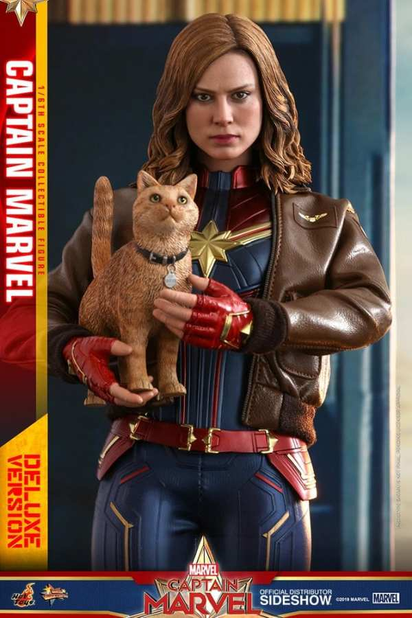 captain-marvel-deluxe-version-1-6-scale-figure-hot-toys-img10