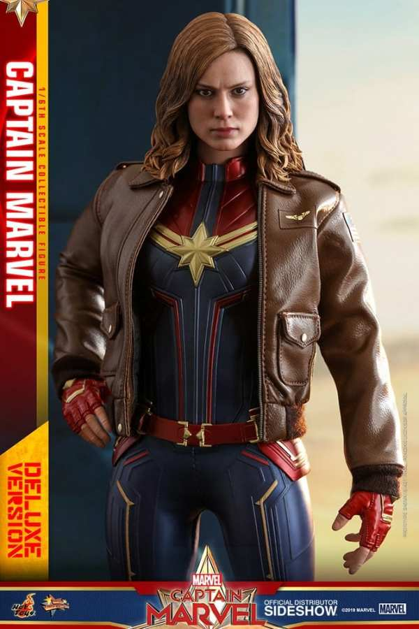 captain-marvel-deluxe-version-1-6-scale-figure-hot-toys-img11