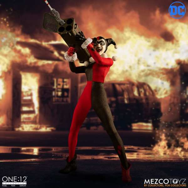 mezco-toyz-harley-quinn-deluxe-edition-one12-collective-dc-comics-img06