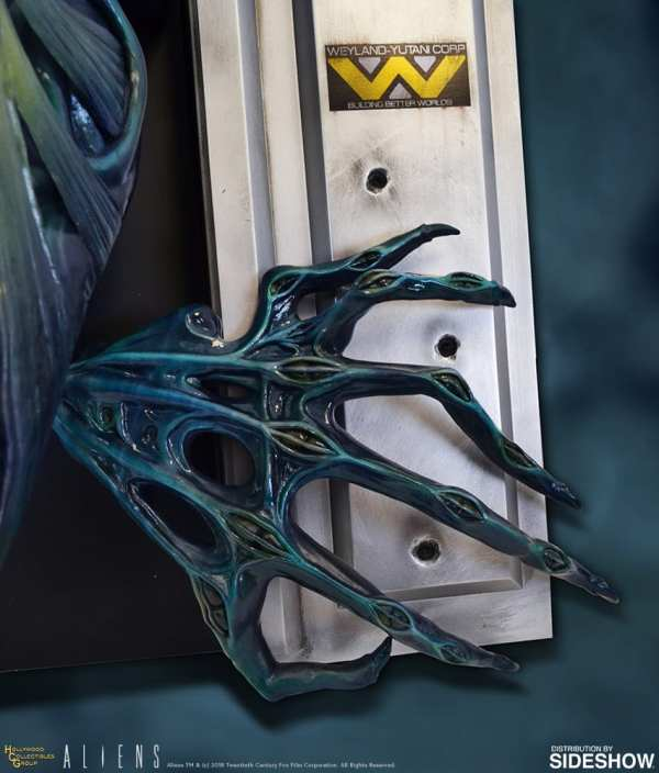 hollywood-collectibles-group-aliens-alien-queen-life-size-wall-sculpture-img04