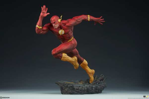 sideshow-collectibles-the-flash-premium-format-figure-dc-comics-statue-img05