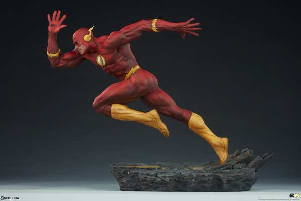 sideshow-collectibles-the-flash-premium-format-figure-dc-comics-statue-img06