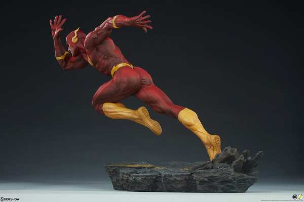 sideshow-collectibles-the-flash-premium-format-figure-dc-comics-statue-img07