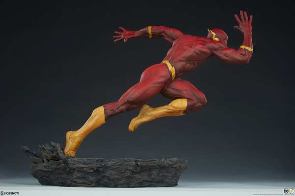 sideshow-collectibles-the-flash-premium-format-figure-dc-comics-statue-img09