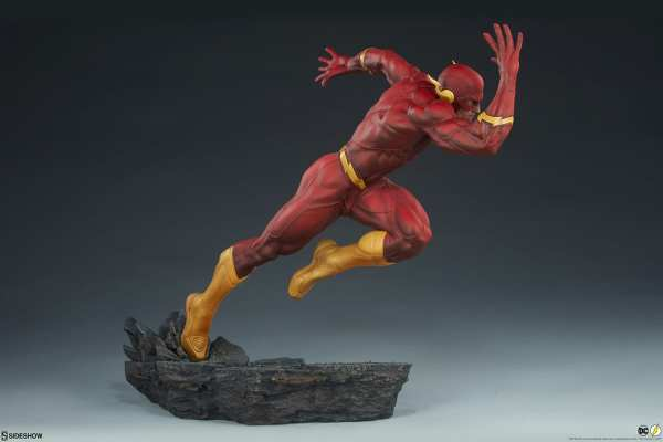sideshow-collectibles-the-flash-premium-format-figure-dc-comics-statue-img10
