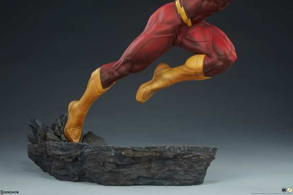 sideshow-collectibles-the-flash-premium-format-figure-dc-comics-statue-img18