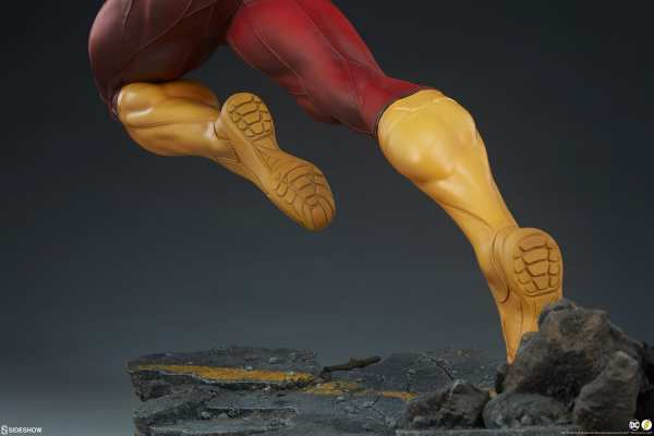 sideshow-collectibles-the-flash-premium-format-figure-dc-comics-statue-img19
