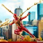 hot-toys-spider-man-iron-spider-armor-sixth-scale-figure-marvel-collectibles-vgm38-img09