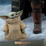 hot-toys-the-child-1-4-scale-figure-star-wars-collectibles-quarter-scale-img09