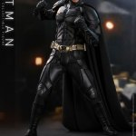 hot-toys-dark-knight-rises-batman-sixth-scale-figure-dc-comics-collectibles-dx-img05