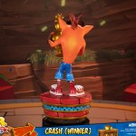 first-4-figures-crash-winner-standard-edition-statue-CTR-team-racing-nitro-fueled-collectibles-img06