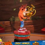 first-4-figures-crash-winner-standard-edition-statue-CTR-team-racing-nitro-fueled-collectibles-img08