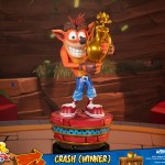 first-4-figures-crash-winner-standard-edition-statue-CTR-team-racing-nitro-fueled-collectibles-img10