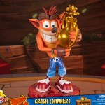 first-4-figures-crash-winner-standard-edition-statue-CTR-team-racing-nitro-fueled-collectibles-img16