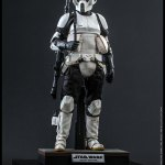 hot-toys-scout-trooper-sixth-scale-figure-star-wars-return-of-the-jedi-mms-611-img02