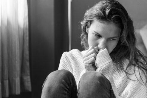 PORQUÉ DAMOS TANTA IMPORTANCIA A NUESTRA IMAGEN mujer chica pensamiento