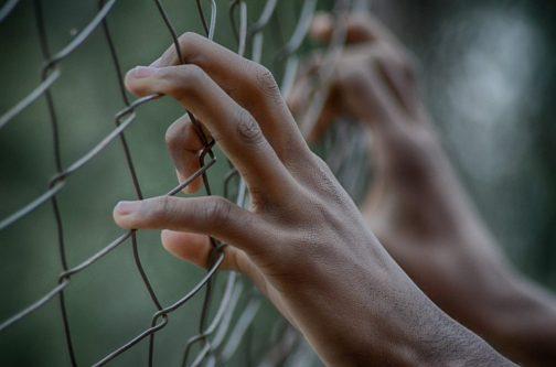 reja reclusión trampa cárcel  límite CUANDO NOS RECHAZAN PERSONAS QUE NO NOS CONOCEN