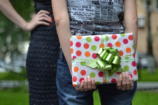regalare sorprendere regalo COME FARE COLPO CON I REGALI