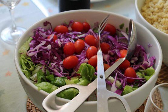 insalata vegetali vitamine vegano saludabile IN COSA CONSISTE LA DIETA VEGANA?