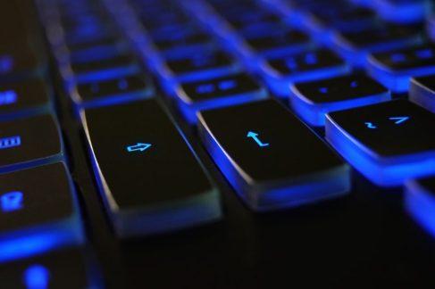 """teclado internet  LA NUBE, """"CLOUD"""" SE HA CONVERTIDO EN TORMENTA"""