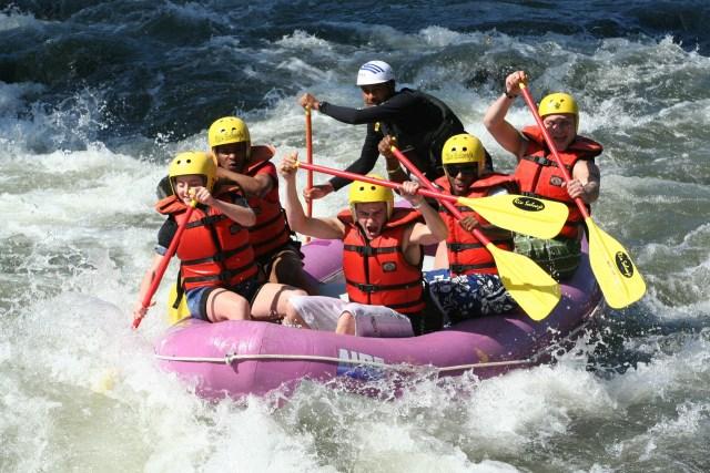 amici fiume aventura emozione gruppo persone acqua sport COME FAR SPARIRE LA PAURA