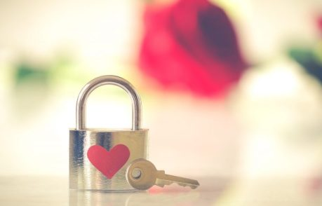 amor rosa llave ENAMORARSE DESPUÉS DE LOS 50