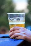 plástico vaso contaminación petróleo cerveza beber verano fresco alcohol