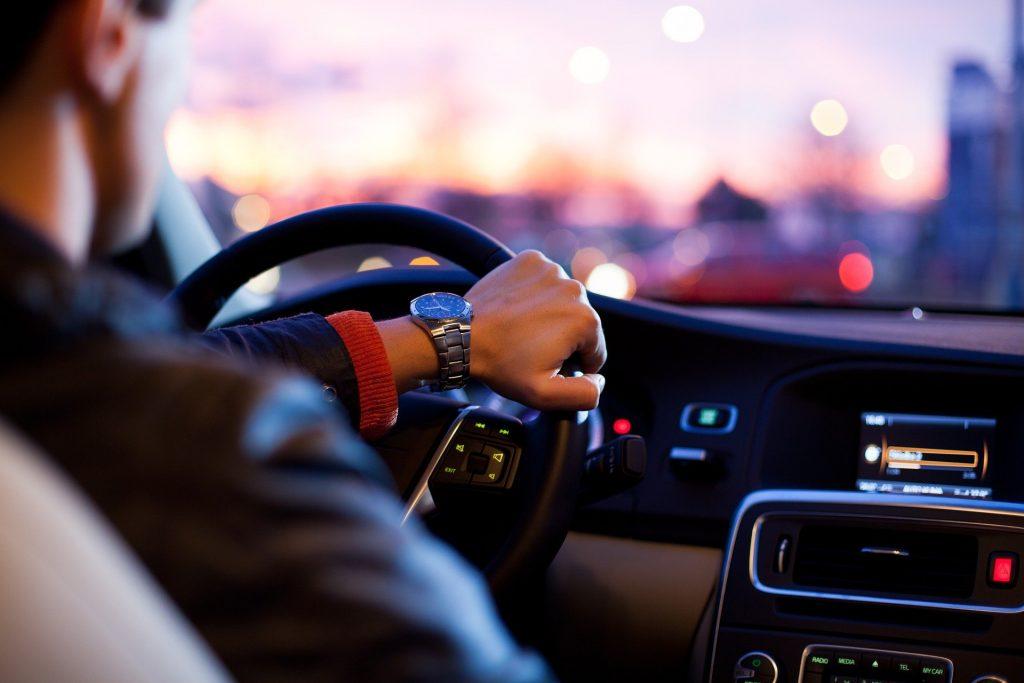 macchina città società uomo guida guidare