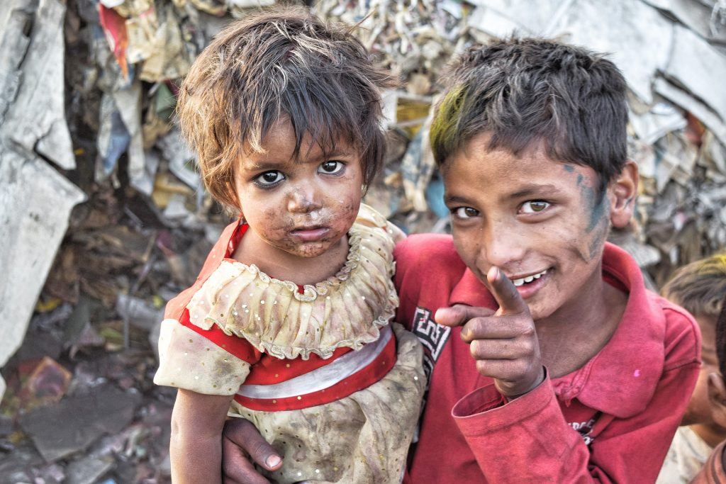 povertà bambini marginazione  mancanza SOS TERRA