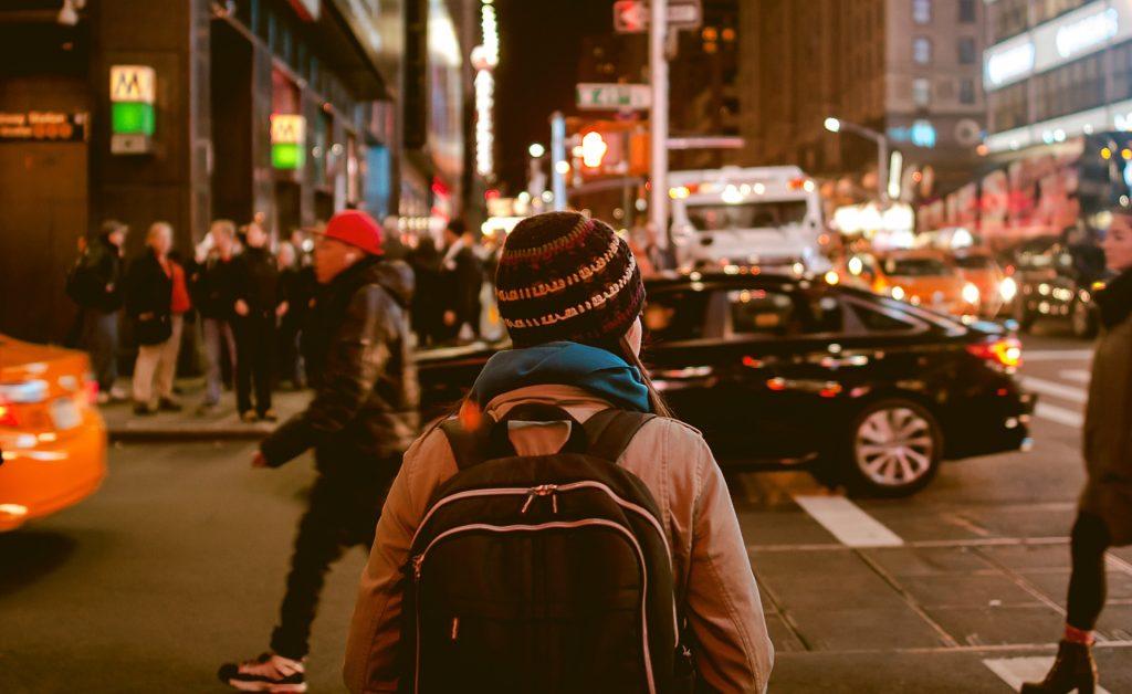 sociedad calle ciudad gente personas noche coches