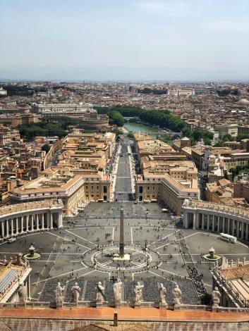ENTRE SANTOS Y BEATOS: ¿QUIÉN ES EL ABOGADO DEL DIABLO REALMENTE? biblia iglesia rezar dios vaticano roma
