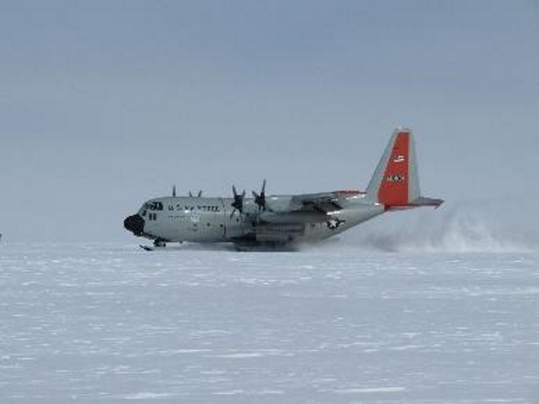 A ski-equipped Hercules landing at Camp Raven